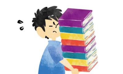 本を運んでいる人