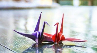 紫と赤の折鶴