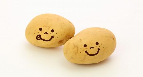 顔が描いてあるジャガイモ