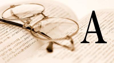 眼鏡と日本の小説にアンサーマークがついている