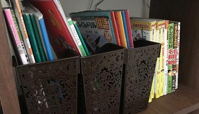 ファイルボックスに収納された教科書